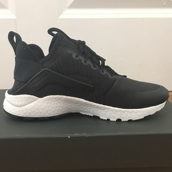 NEW Nike air huarache run women size 6